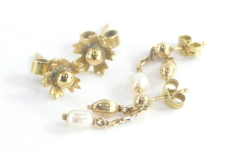 Two pairs of 9ct gold earrings, to include a pair of 9ct gold cultured pearl and chain drop earrings, 1.5cm drop and a pair of 9ct gold floral cluster earrings, each with butterfly backs, 2.4g all in.