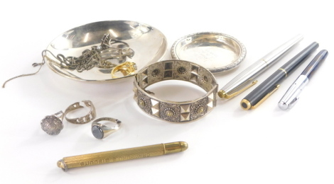 A group of costume jewellery and effects, to include a silver pin dish inscribed LND from JSS 1953 - 1954, Birmingham 1952, silver neck chains, various dress rings, a small selection of fountain pens and a stone set silver plated pin dish. (a quantity)