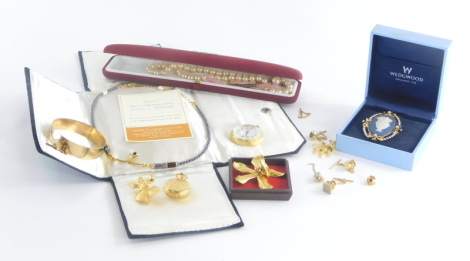 A group of various costume jewellery, to include a rolled gold hinged bangle, fob watch, pocket watches, an Alex Hematite necklace, etc. (a quantity)