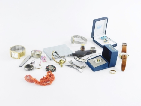A group of costume jewellery and effects, an Adec gentleman's wristwatch, Avia gentleman's wristwatch, pin dishes, thimbles, brooches, etc., Royal Oyster thimble, dress ring marked 333, 9ct gold and silver dress ring, etc. (1 tray)