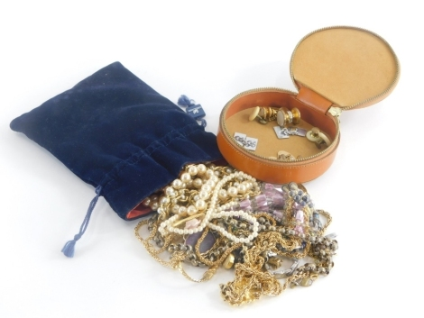 A group of costume jewellery and effects, to include gold plated necklaces, magnetic necklaces, dress necklaces, etc. (1 bag)
