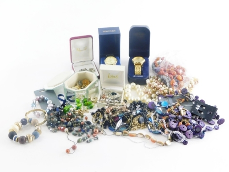 Various jewellery and effects, Lorus and Sekonda wristwatches, jewellery boxes, necklaces, dress rings, etc. (a quantity)
