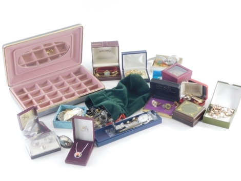Various costume jewellery and effects, gentleman's cuff links, Ricoh gentleman's wristwatches, bar brooches, etc., Rotary ladies gold plated wristwatches, etc. (1 tray)
