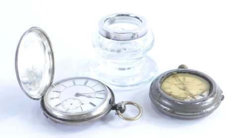 An open faced pocket watch, with plain case, marked 0800, a further part silver cased pocket watch, inkwell with silver collar, 5cm high. (3)